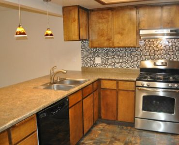 picture of 1112 burton middle townhome kitchen and eating bar area