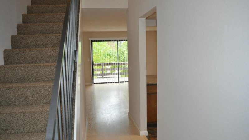 picture of 1112 burton middle townhome stairwell