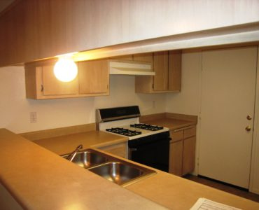 picture of 1051 burton middle townhome kitchen area