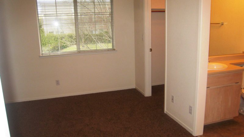 picture of 1069 burton end townhome bedroom bathroom and closet area