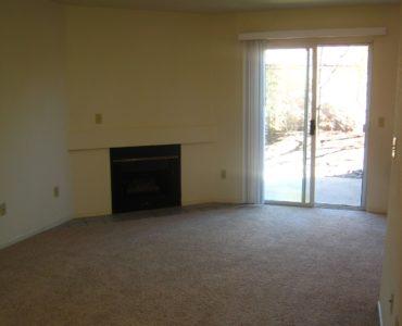 photo of windsor court end unit living room