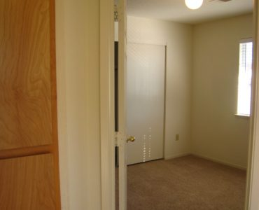 photo of windsor court end unit bedroom