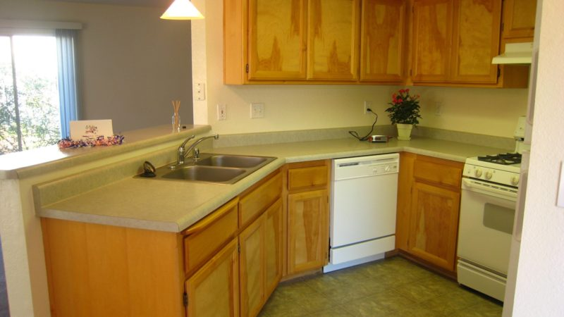 picture of willow park end townhome kitchen side view