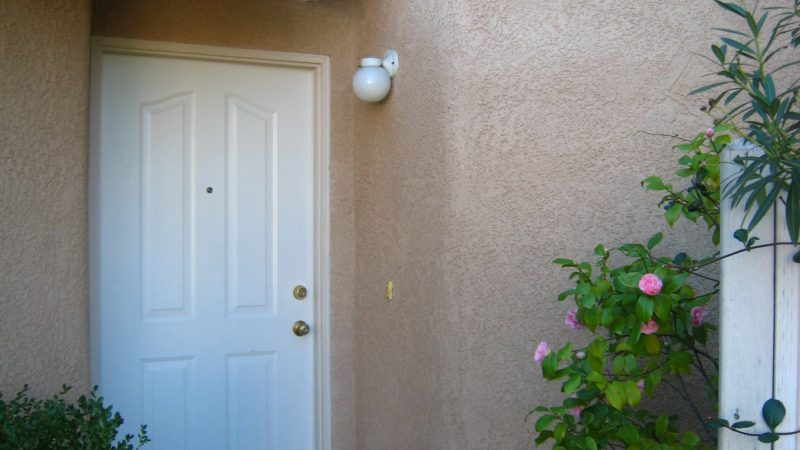 picture of 1425 end townhome front door