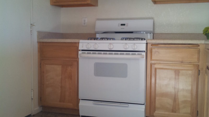 picture of willow park middle townhome stove and counter