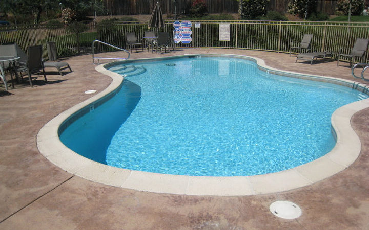 picture of meadowood pool