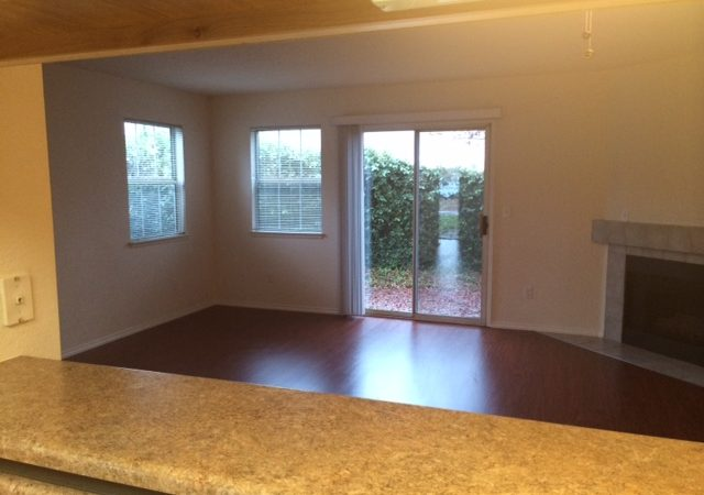 picture of 1069 burton end townhome living room area