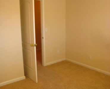 picture of Redwood middle bedroom 2