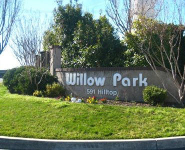 picture of willow park entry sign