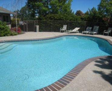 picture of willow park pool and lounge chairs